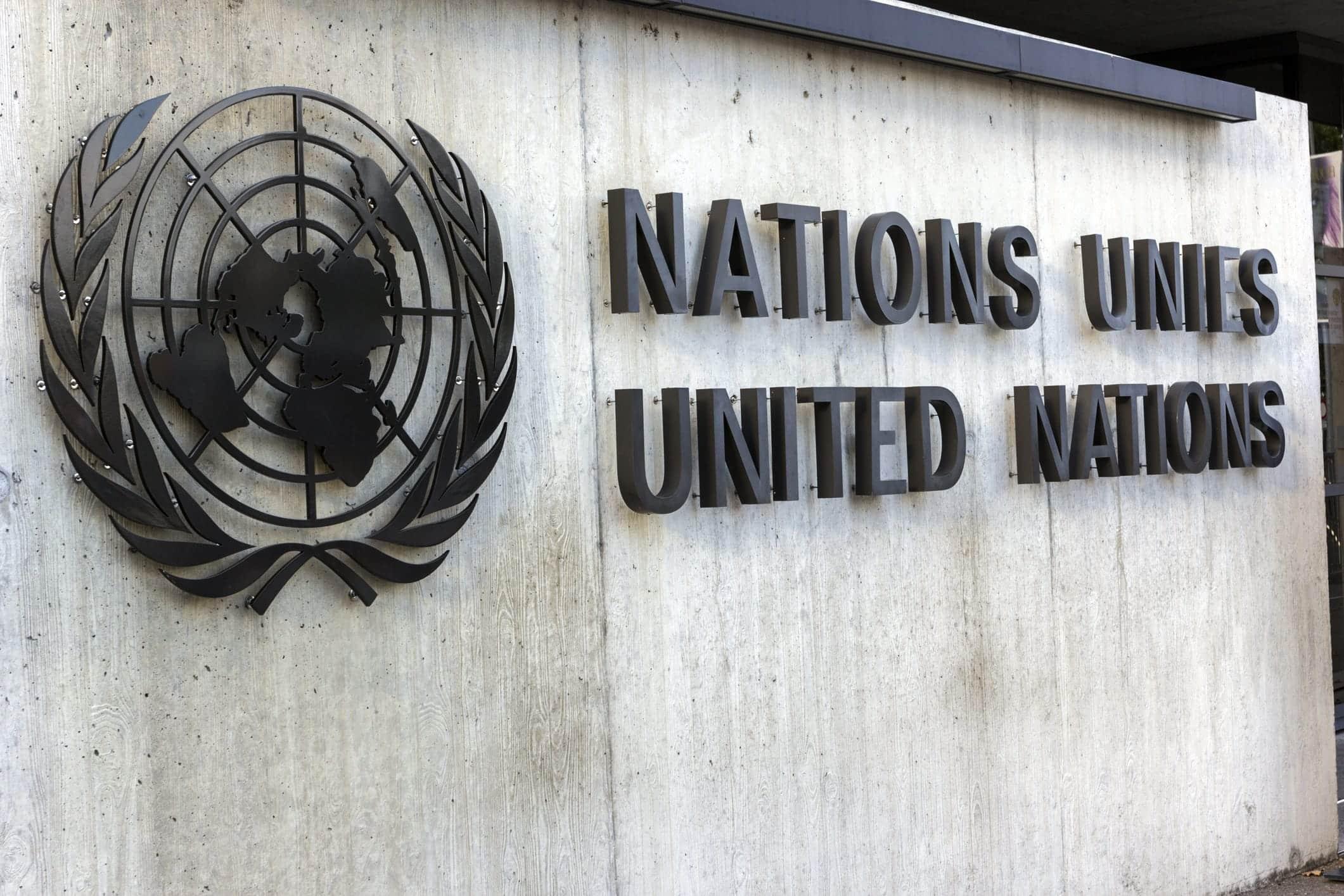 Schriftzug am Gebäude der Vereinten Nationen in Genf